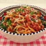 Spaghetti met rode wijn en worst