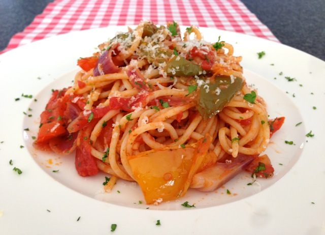 Spaghetti met tomaat en paprika