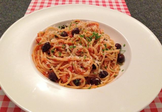 Spaghetti met zwarte olijven