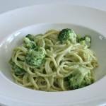 Spaghetti met broccoli en pesto