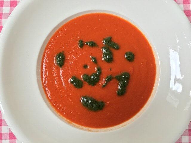 Tomatensoep met basilcum