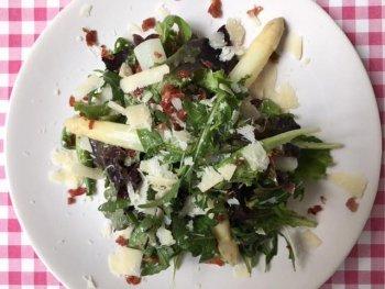 Salade met witte asperges