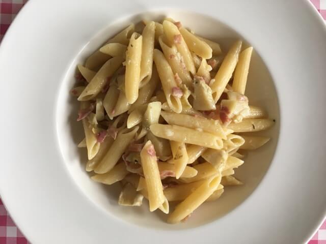 Pasta met artisjok en pancetta