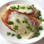 Bruschetta met salami en Tallegio