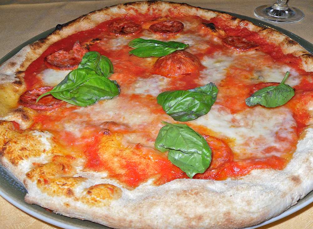 Pizza pikante salami