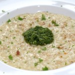 Risotto met pesto en walnoten