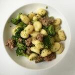 Gnocchi met worst en broccoli