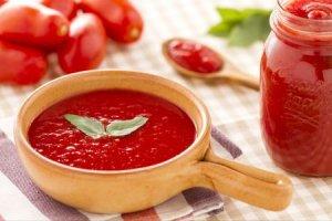 Hoe maak ik echte Italiaanse tomatensaus?