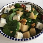 Spinaziesalade met Gorgonzola, peer en walnoten